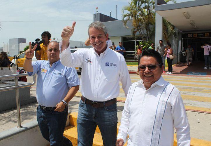 Marcelo Torres Cofiño, secretario general del Partido Acción Nacional llegó ayer a la capital para apoyar la campaña de los candidatos  del sur del estado. (Joel Zamora/SIPSE)