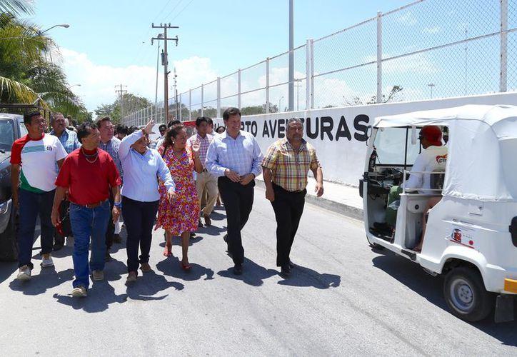 Cristina Torres, anunció que en los próximos meses se instalará luminarias en beneficio de los habitantes. (Redacción/SIPSE).