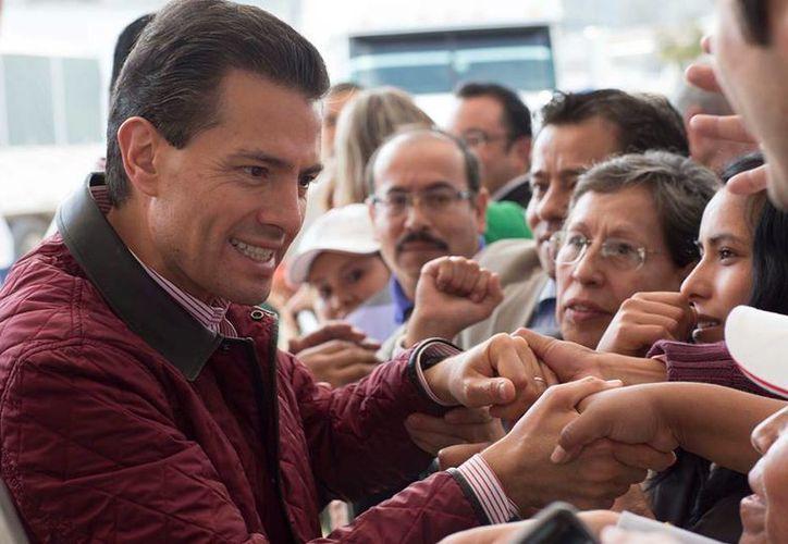En este 2015, el presidente Peña Nieto promulgó leyes en diversas materias. Imagen del Mandatario durante la entrega del Almacén Granelero de Atlacomulco. Parque Industrial de Atlacomulco, Estado de México. (facebook.com/EnriquePN)