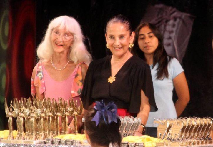 """Patricia Aulestia (centro) fue jurado del recién concluido concurso """"Umbral América Danza"""". (César González/SIPSE)"""