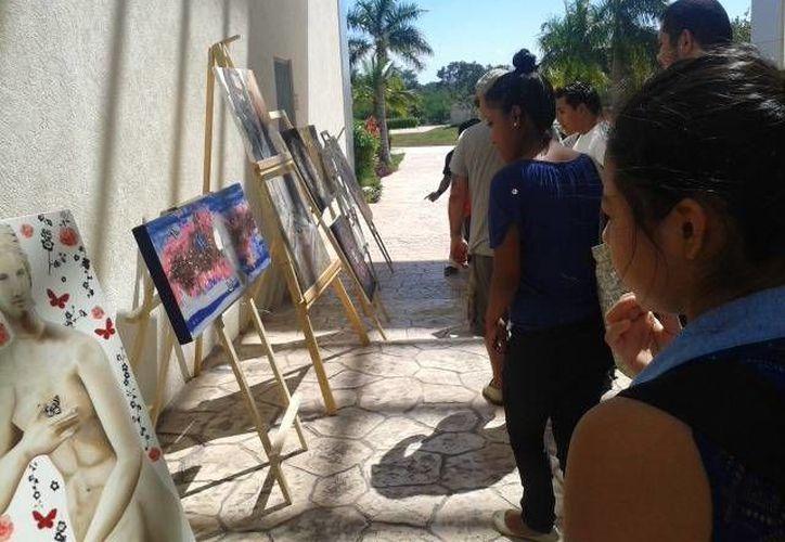 La exposición se exhibe todos los jueves a partir de las 18:00 horas en las inmediaciones de la quinta avenida. (Cortesía/SIPSE)