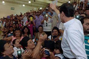 Peña Nieto, padrino de graduación de miles de adultos yucatecos
