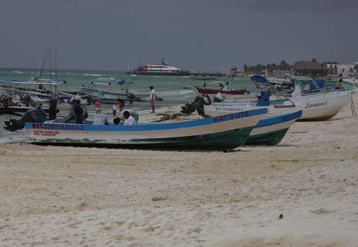 Algunas embarcaciones fueron puestas sobre la playa. (Adrián Barreto/SIPSE)