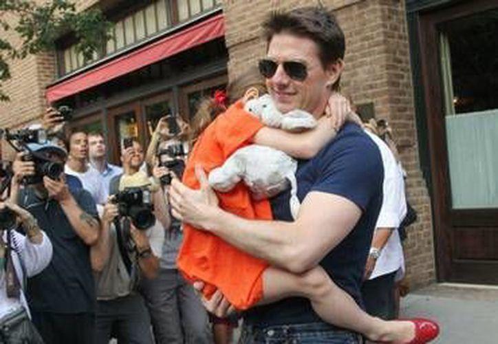 Tom Cruise cree que un 'espíritu maligno' tiene el control de su única hija biológica, Suri. (Archivo AP)