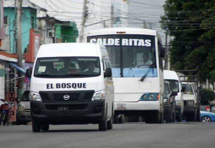 De eliminarse las rutas de camiones, el municipio tendrá que brindar concesiones a otros prestadores de servicios de combis. (Harold Alcocer/SIPSE)
