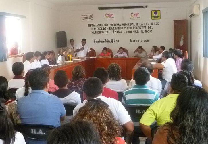 Ayer se instaló el sistema municipal de la ley, en la sala de juntas del Ayuntamiento. (Raúl Balam/SIPSE)