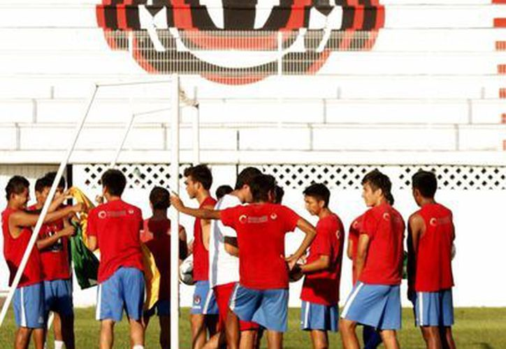 El partido de Pioneros de Cancún contra el Inter Acapulco se celebrará a las 16:00 horas en el estadio Cancún 86. (Francisco Gálvez/SIPSE)