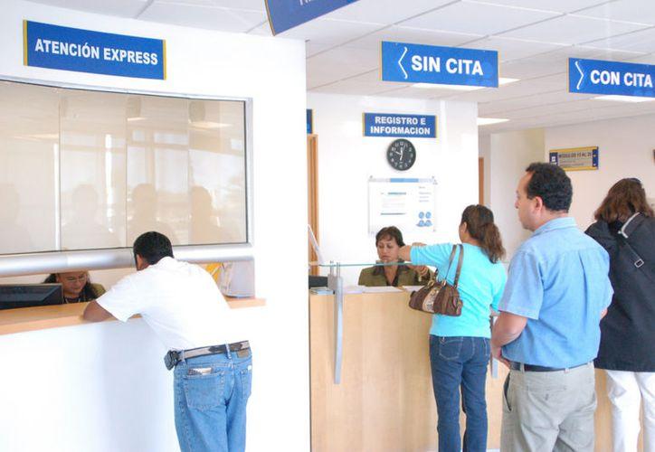 En las oficinas del Servicio de Administración Tributaria se ofrece información sobre el tema a los contribuyentes. (Foto: Paola Chiomante/SIPSE)