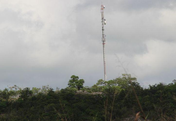 Hasta el momento ninguna compañía telefónica tiene servicio, sólo en Javier rojo Gómez hay buena recepción de la señal. (Carlos Castillo/SIPSE)