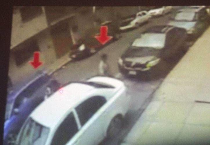 Imagen de archivo de una foto tomada del video de una cámara de seguridad, a las afueras del bar Heaven, donde al menos 13 jóvenes fueron secuestrados en 2013. (excelsior.com.mx)