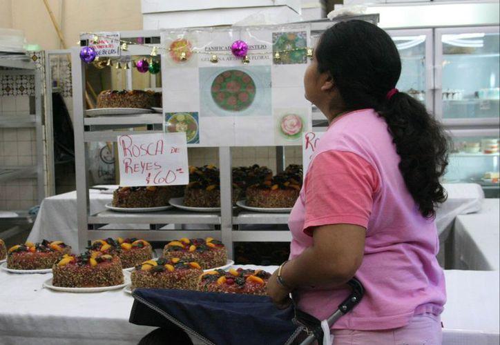 En el Día de Reyes, el 'ingrediente' más importantes es la rosca. (SIPSE)