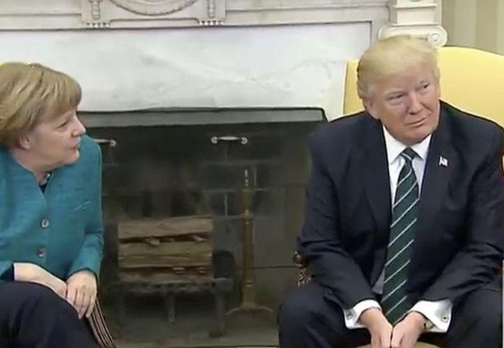 Trump evade el saludo a Merkel. (Captura de pantalla)