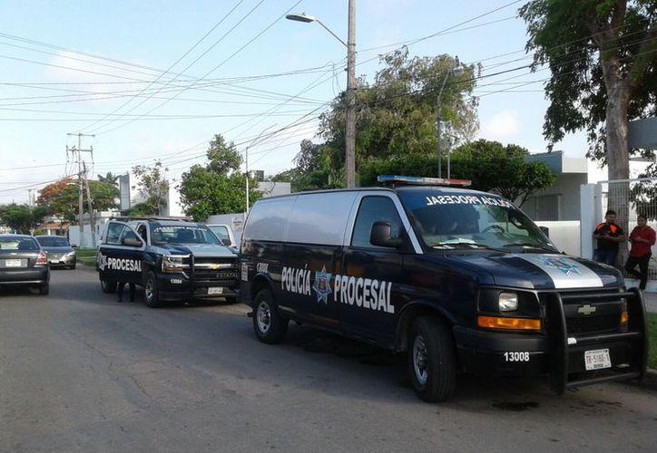 El ex gobernador fue traslado en la unidad de la Policía Procesar y escoltado por otra camioneta hasta el hospital. (Joel Zamora/SIPSE)