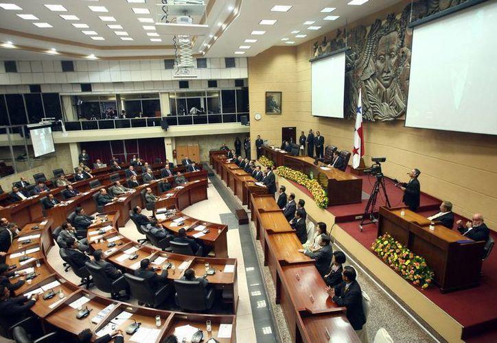 La Asamblea Nacional panameña ratificó en octubre pasado el Tratado de Libre Comercio entre México y Panamá, el cual recoge más de cuatro mil aranceles. (contrainjerencia.com)