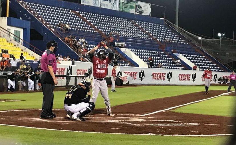 Tigres de Quintana Roo finaliza la serie con los Toros en Cancún. (Raúl Caballero/SIPSE)