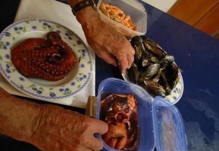 La organización da alimento a los abuelos tres veces al día. (Redacción/SIPSE)