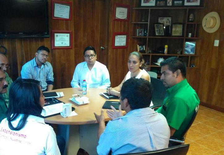 El dirigente estatal de la Unión Nacional de Trabajadores Agrícolas se reunió con representantes de la Sagarpa. (Joel Zamora/SIPSE)