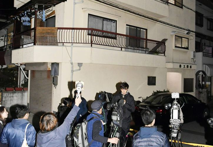 Los restos humanos fueron encontrados en cuatro cubos que se encontraban en el condominio de la mujer. (AP)