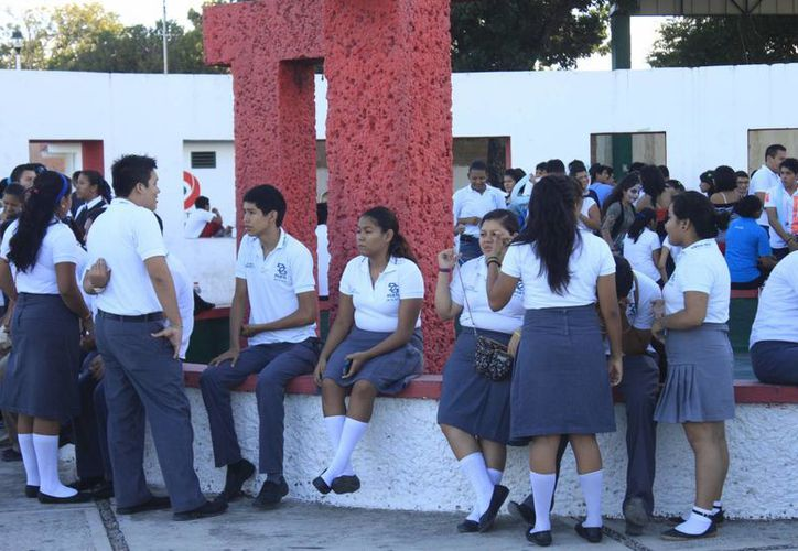 Los festejos iniciaron el lunes con un desfile, cuyo derrotero comenzó en el parque de Las Casitas. (Harold Alcocer/SIPSE)