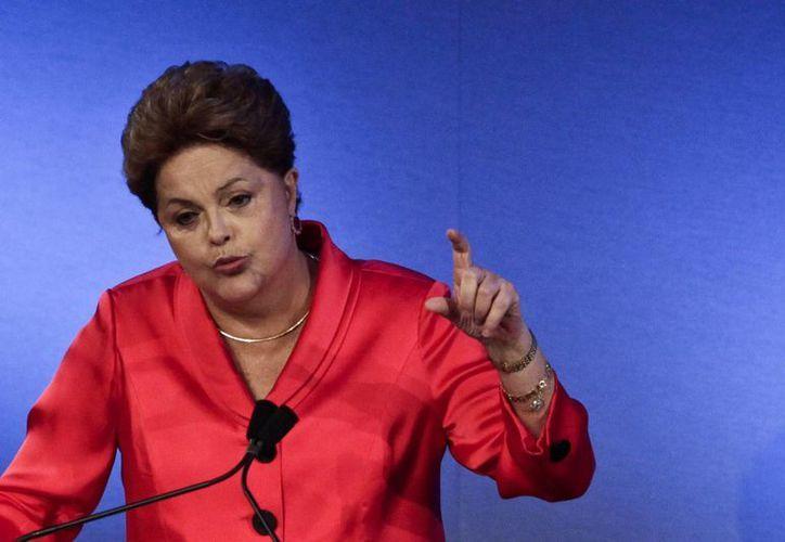 El gobierno de Dilma Rousseff, que ocupa la presidencia por segunda vez, enfrenta una grave crisis política ocasionada por el escándalo de corrupción de Petrobras. (Archivo/EFE)
