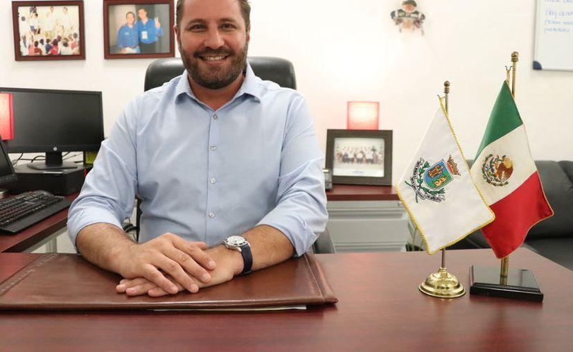 José Luis Martínez Semerena ha estado involucrado en labores sociales desde pequeño. (Daniel Sandoval/Novedades Yucatán)