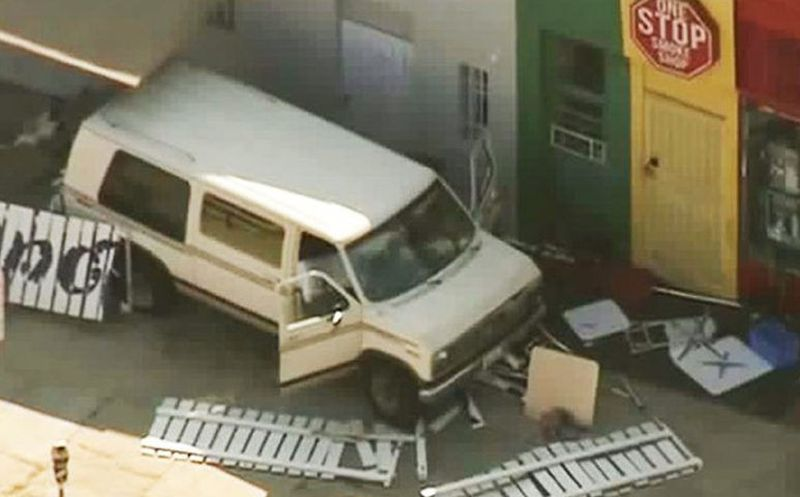 Una camioneta arrolla a varias personas en Los Ángeles — VENEZUELA