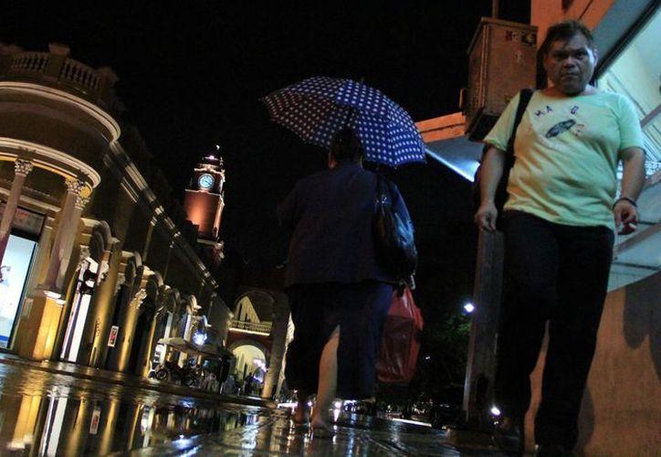 La lluvia sorprendió anoche a los meridanos. (SIPSE)