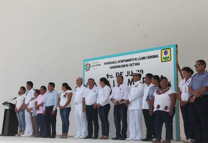 El alcalde encabezó varias actividades en el Día de la Marina. (Gloria Poot/SIPSE)