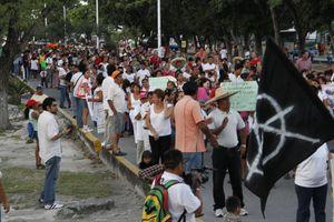 Desfilan maestros en Cancún