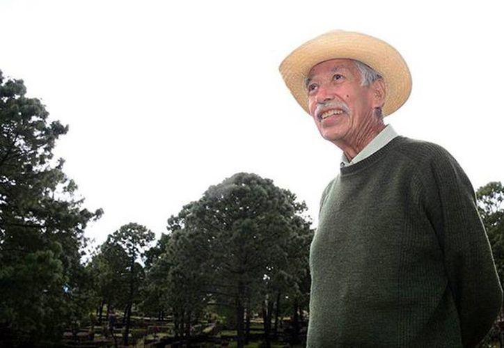 García Cook recibió el Pectoral del Juego de Pelota por 55 años dedicados a la arqueología. (Héctor Montaño/inah.gob.mx)