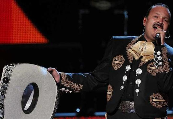 En su concierto mezclará temas pop con rancheras acompañado de sus hijos Ángela y Leonardo.(Milenio Novedades)