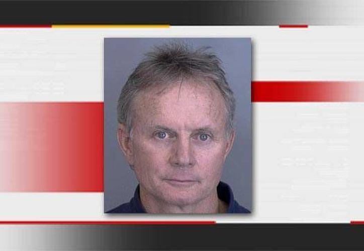 Scott Harrington entregó su licencia  profesional permanentemente, tras provocar que sus pacientes se contagiaran de hepatitis y del VIH. (newson6.com)