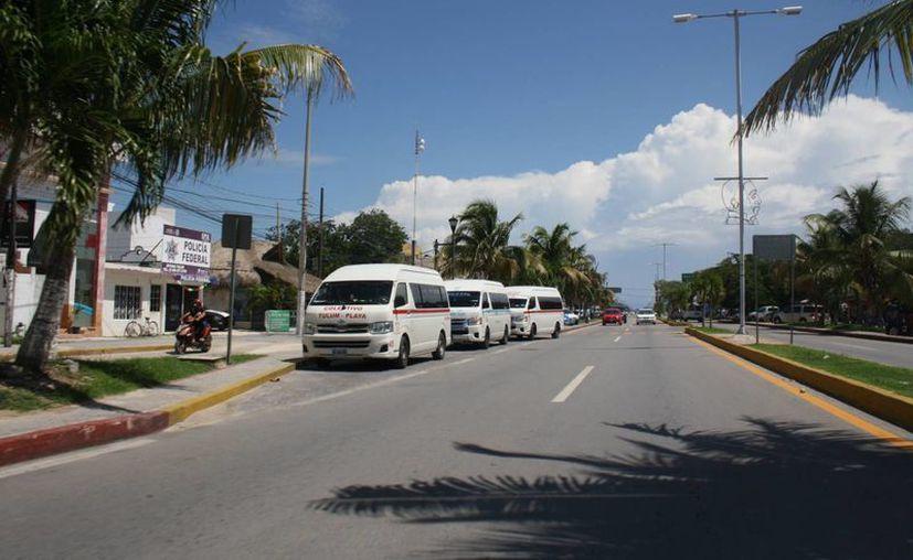 En la ruta Tulum-Playa trabajan tres sindicatos. (Sara Cauich/SIPSE)