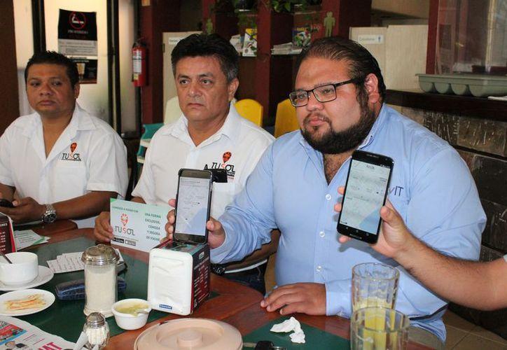 Los representantes del sindicato Lázaro Cárdenas del Río dieron a conocer la aplicación digital llamada Tusol. (Adrián Barreto/SIPSE)