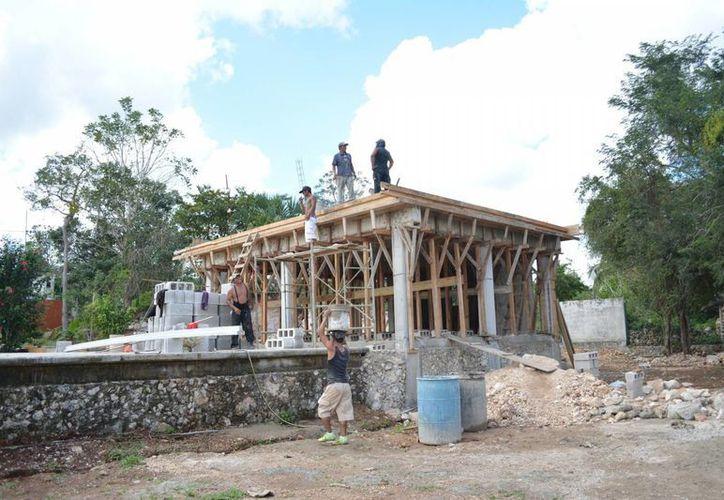 En la colonia Emiliano Zapata II, se iniciaron los trabajos para la construcción de la que será la segunda clínica urbana. (Manuel Salazar/SIPSE)