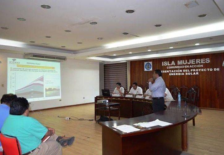 En la reunión se llevó a cabo en la sala de Cabildo. (Redacción/SIPSE)