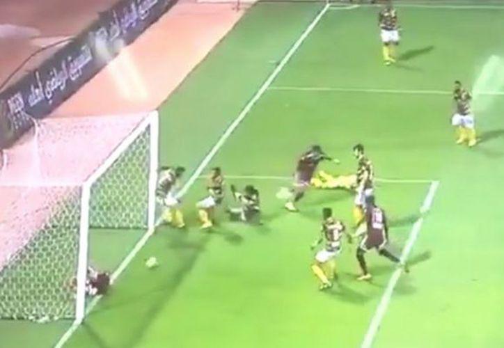 El jugador quedó tendido en la línea de gol. (Internet)