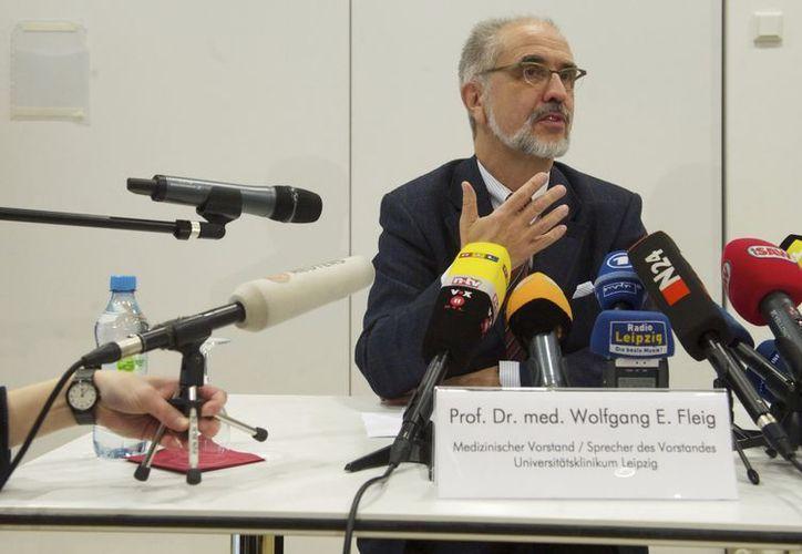 El director médico de la Clínica Universitaria de Leipzig, Wolfgang E. Fleig, durante una rueda de prensa en Leipzig, Alemania. (EFE)