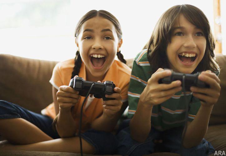 En niños es más peligroso el uso de dispositivos digitales por tiempo prolongado. (dispersedthoughts.com)