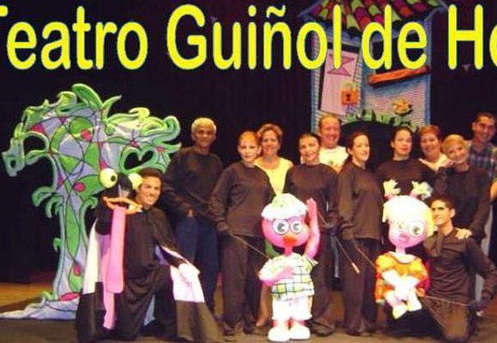 La compañia de teatro Guiñol de Holguín, proveniente de Cuba se presentará este viernes en el festival del teatro 'Wilberto Cantón'. En la foto, el elenco completo de la obra. (Milenio Novedades)