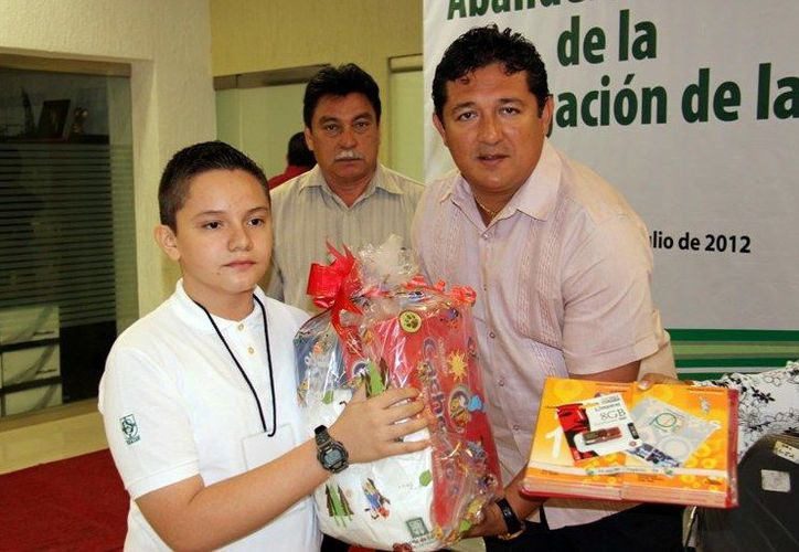 Rafael Lope Herrera obtuvo el segundo lugar en la Olimpiada del Conocimiento Nacional en 2012. (Milenio Novedades)