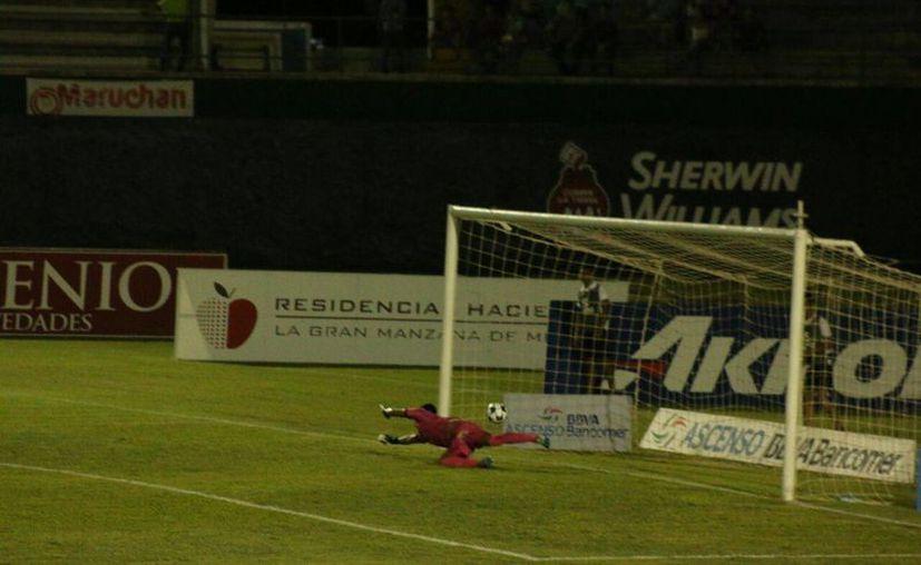 Este fue el primer gol del Celaya. La noche fue muy negra para Venados de Yucatán. (Fotos: Marco Moreno/SIPSE)