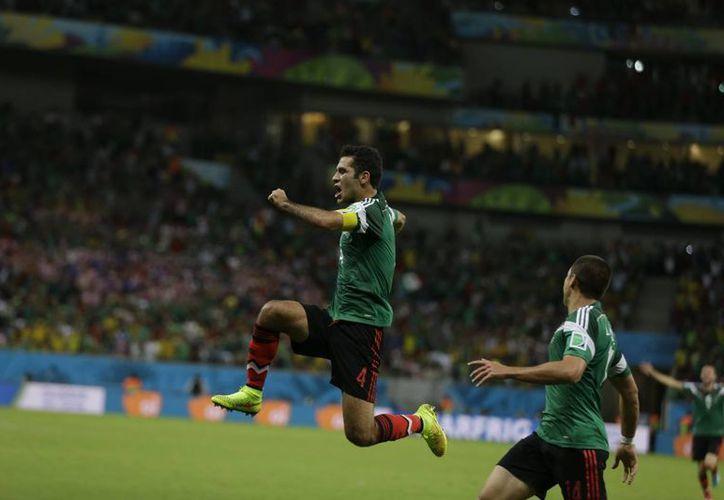 Según sus compañeros, aunque Rafa Márquez tiene 35 años juega como si tuviera 23. (AP)