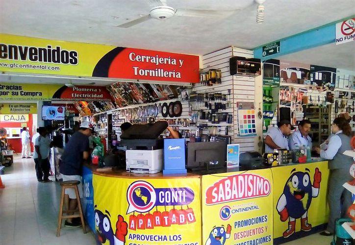 Los comercios locales del Pueblo Mágico redujeron significativamente los precios para atraer a los clientes. (Javier Ortiz/SIPSE)