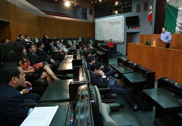 Los diputados del PRI defendieron el espectáculo de Luis Miguel, argumentando que dejará una importante derrama en la entidad. (Facebook/H. Congreso de Nuevo León)