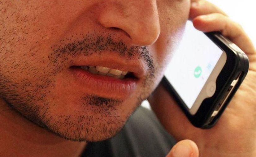 Autoridades rastrean números y pueden emprender acciones legales para quien realice una llamada falsa a un número de emergencia. (Milenio Novedades)