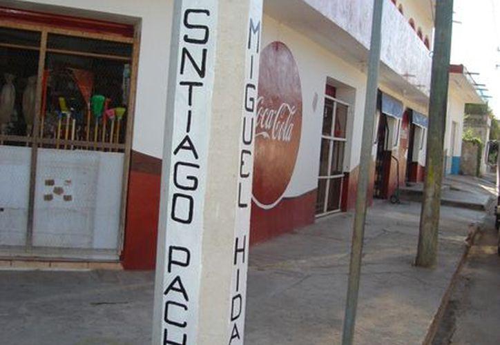 Los letreros de las calles que están colocando están mal colocados o no corresponden a dicha arteria. (Carlos Yabur/SIPSE)