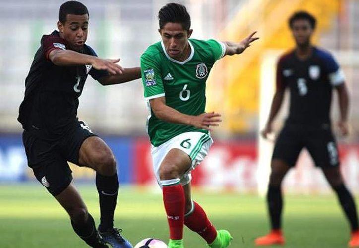 Con la derrota ante EU, la Selección Mexicana tendrá que jugarse el pase frente a su similar de El Salvador.(Foto tomada de Twitter/Concacaf)