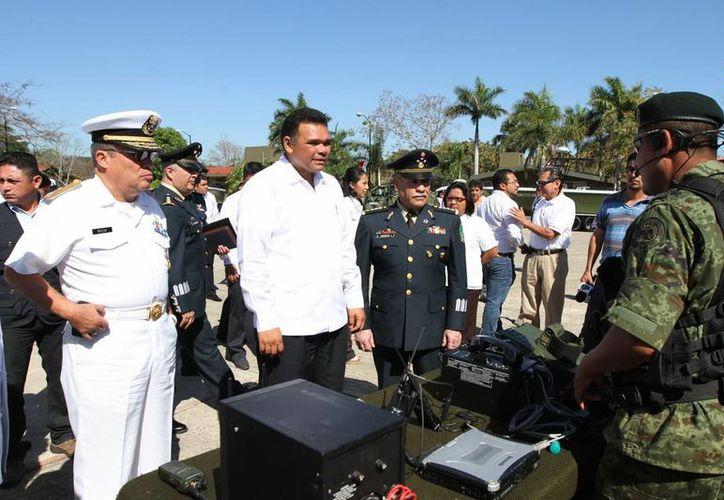 El gobernador de Yucatán, Rolando Zapata Bello, acudió al acto del Día del Ejercito. (SIPSE)
