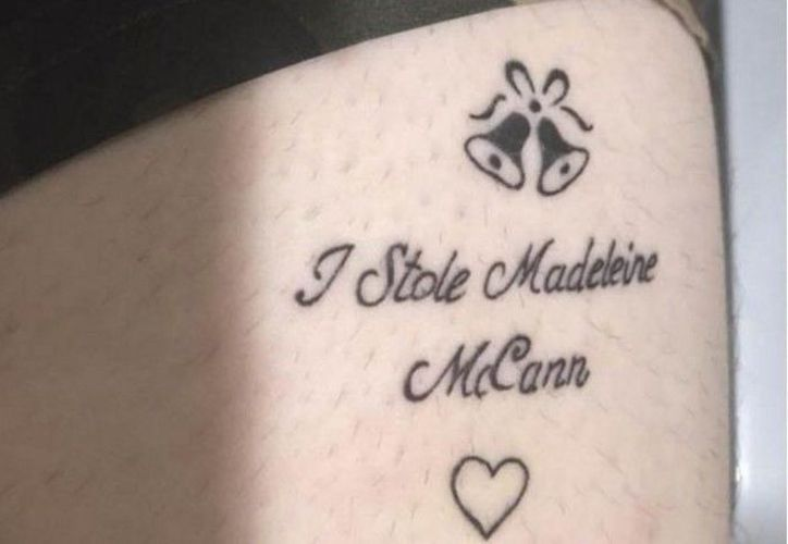 """El 'tatoo' se burla de la desaparición, desde hace 10 años, de una niña, con la leyenda: 'Yo secuestré a Maddie McCann"""". (Foto: El Clarín)"""